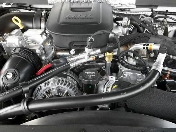 2017 Chevrolet Silverado 3500HD Crew Cab engine